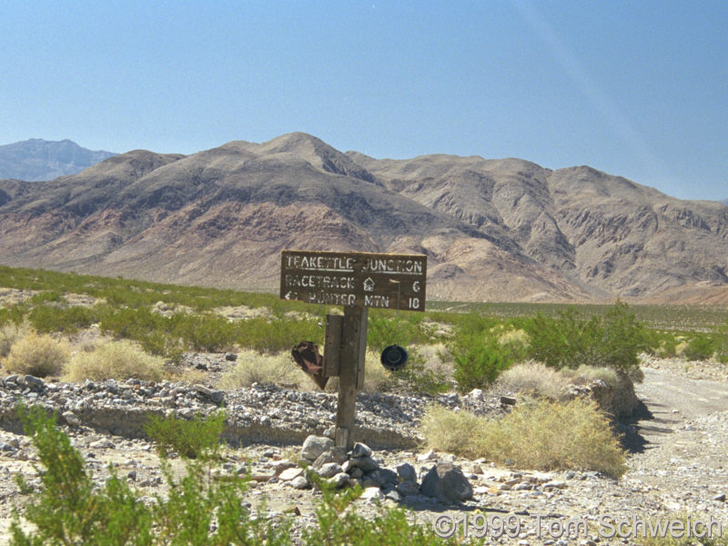 The sign and teakettle at Teakettle Junction.