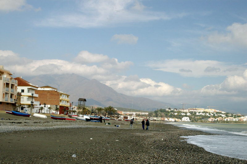 The beach at San Luis de Sabinillas with the Sierra Bermeja in the background.