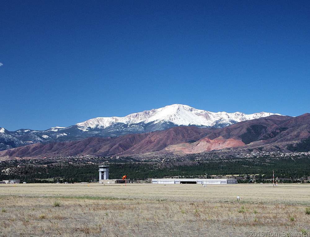 Pikes Peak from US I-25.